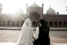 Nikkah at Badshahi Mosque Lahore Bridal Photography, Wedding Photography Inspiration, Couple Photography, Photography Poses, Couples Muslim, Muslim Brides, Love Pictures, Wedding Pictures, Beautiful Pakistani Dresses
