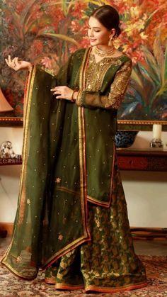 Pakistani Clothes Casual, Pakistani Kids Dresses, Asian Wedding Dress Pakistani, Pakistani Outfits, Indian Outfits, Beautiful Dress Designs, Beautiful Dresses, Nice Dresses, Awesome Dresses