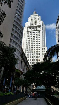 02 de maio de 2015 - Edifício Altino Arantes na praça Antonio Prado, início da avenida São João.