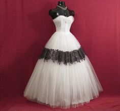 Vintage 1950's 50s STRAPLESS Black Lace White Tulle Circle Skirt Party Prom Wedding DRESS Gown by VintageVortex on Etsy https://www.etsy.com/uk/listing/463313336/vintage-1950s-50s-strapless-black-lace