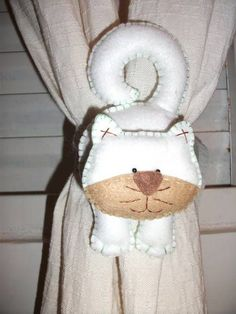 My favorite rukodelki from the heart and for the soul: the pattern of cats and dogs))) Cat Crafts, Sewing Crafts, Diy And Crafts, Crochet Flower Patterns, Sewing Patterns, Christmas Bazaar Crafts, Crochet Projects, Sewing Projects, Diy Bead Embroidery