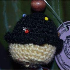 Schlüsselanhänger Mini-Cupcake, schwarz / beige