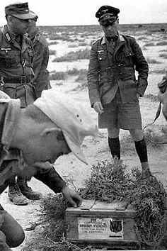 Rommel examines English ammunition in Libya/ 1942 Erwin Rommel, Field Marshal, Afrika Korps, War Dogs, North Africa, World War Ii, Ww2, Vietnam, German