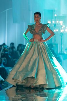 Manish Malhotra at Lakmé Fashion Week winter/festive 2019 Indian Lehenga, Bridal Lehenga Choli, Wedding Lehnga, Lehenga Designs, Vogue India, Indian Wedding Outfits, Indian Outfits, Indian Designer Outfits, Designer Dresses