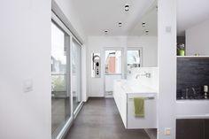 Fertighaus - Wohnidee Badezimmer #Badezimmer #Haus #Fertighaus #modern #hell #Licht
