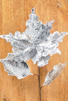 Dazzling Metallic Poinsettia stems make a festive addition to arrangements, wreaths, gifts and more.