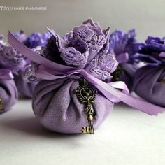 Different color, but do you like the idea of using a handkerchief as something they would keep after the toss the lavender? Lavender Crafts, Dried Lavender Flowers, Lavender Bags, Lavender Sachets, Lavender Cottage, Sachet Bags, Pot Pourri, Wedding Favor Bags, Sliding Knot
