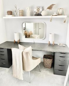 Small Dressing Rooms, Dressing Room Decor, Dressing Room Design, Dressing Table Organisation, Spare Bedroom Office, Student Bedroom, Spare Room Decor, Room Ideas Bedroom, Small Room Bedroom