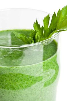 Bahama Splash is a smoothie made with spinach and mango. Yum! #CleanEating #Smoothie