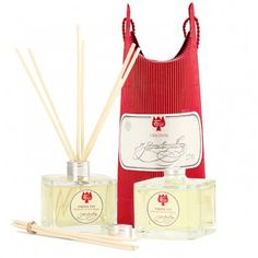 Enjoy the uniqe scent of Farina Eau de Cologne Originale in your rooms. This set contains two bottles of Farina Home Fragrance Diffuser.