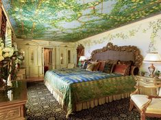 The Venus Suite was where his sister Donatella Versace stayed. - TownandCountrymag.com