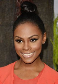 Tika Sumpter Hair Knot - Tika Sumpter made the simplest twisted hair knot look so chic at the premiere of 'After Earth. Nude Makeup, Flawless Makeup, Beauty Makeup, Hair Makeup, Hair Beauty, Gorgeous Makeup, Brown Skin, Dark Skin, Bridal Makeup