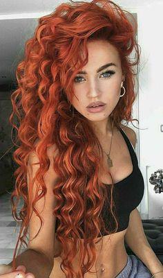 Look Rockabilly, Red Hair Woman, Beautiful Red Hair, Medium Long Hair, Girls With Red Hair, Gorgeous Redhead, Redhead Girl, Cute Hairstyles, Redheads