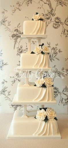Timeless wedding cake, butter cream and flowers. Have fun with RUSHWORLD boards . - Timeless wedding cake, butter cream and flowers. Have fun with RUSHWORLD Boards, … – White Wedd - Amazing Wedding Cakes, White Wedding Cakes, Elegant Wedding Cakes, Elegant Cakes, Wedding Cake Designs, Timeless Wedding, Purple Wedding, Gold Wedding, Floral Wedding