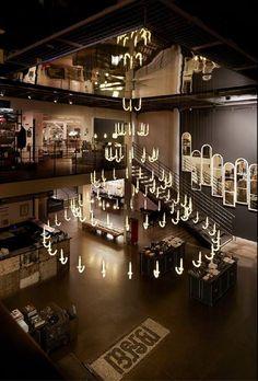 Installation chez MERCI d'une suspension monumentale signée Sylvie MARECHAL