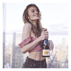 """125.6 mil Me gusta, 403 comentarios - SONYA ESMAN. (@sonyaesman) en Instagram: """"I think we all know by now that my blood type is champagne... @VeuveClicquot #VCCarnaval…"""""""