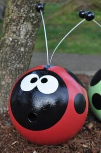 Recycled Bowling Ball: Cute for garden ornaments (The wind will not blow it away)! This takes you to a site to buy one for but I think I will keep my eye open for bowling balls at yard sales. Bowling Ball Garden, Bowling Ball Art, Garden Balls, Bowling Ball Crafts, Bowling Ball Ladybug, Ladybug Rocks, Ladybug Party, Outdoor Crafts, Outdoor Projects