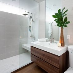 Kleine Badezimmer Renovieren Ideen 3 Modern Small Bathroom Ideas - Great Bathroom Renovation I Modern Small Bathrooms, Modern Bathroom Design, Contemporary Bathrooms, Amazing Bathrooms, Bathroom Interior, Bathroom Remodeling, Budget Bathroom, White Bathroom, Remodeling Ideas
