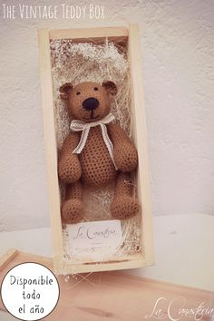The Vintage Teddy Box es un regalo hermoso que toca el corazón con nuestro teddy vintage en fina caja de madera con tapa y acentos florales cálidos. Un verdadero tesoro. $380 Pesos COMPRAR EN LÍNEA…