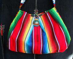 メキシコのサラペとグァテマラの可愛い帯を使い小さなオカリナを留め具に買いました。only one bagです。全長  65㎝  横 (bag上部25㎝)(ba...|ハンドメイド、手作り、手仕事品の通販・販売・購入ならCreema。