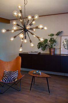 Hanging lamp is a true eyecatcher which looks like a satellite. 24 bulbs gives fantastic light. Leo by Rydens. Scandinavian Ceiling Lighting, Scandinavian Table Lamps, Scandinavian Home, Leo, Floor Lamp, Showroom, Chandelier, Ceiling Lights, Glass