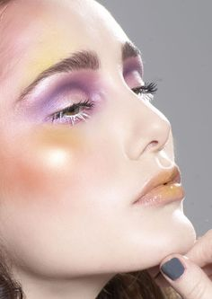 The shimmer and colors of this make-up would bring the whole look together! Love Makeup, Makeup Inspo, Makeup Inspiration, Beauty Makeup, Face Beauty, Make Up Looks, Pastell Make-up, Make Up Designs, Art Visage