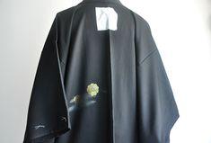 Silk Kimono, Kimono Cardigan, Kimono Jacket, Shoulder Arms, Japan Outfit, Short Kimono, Vintage Black, Duster Coat, Japanese