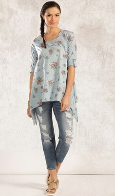 From colleges to office to weddings to festivals, jeans kurti can be an ideal wear anywhere. Here are the top 15 kurtis for jeans in India. Stylish Kurtis, Stylish Dresses, Kurti Neck Designs, Blouse Designs, Kurti With Jeans, Short Kurtis, Sexy Blouse, India Fashion, Short Tops