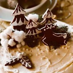 25.-Feliz Navidad!!! Después de estos días intensos de trabajo  poder disfrutar de un día de paz y descanso de familia y alegría compartida Tener la suerte de celebrar y agradecer tanto a la vida es una bendición que  me encantaría compartir con todos vosotros  Feliz Navidad!!  que La Paz sea la Luz de vuestros corazones  #celebrandolavida #belloybueno #somoselpostre #Navidad2019 #xmas #zaragoza #carrotcake #tartadezanahoria