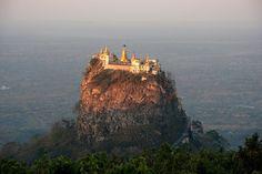 Монастырь Таунг Калат (Taung Kalat), Мьянма.