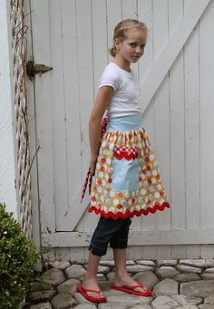 Bee in my bonnet apron pattern with wide rickrack