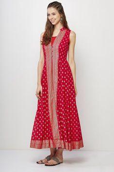saree dress 21 Kurti from old saree designs Saree Gown, Sari Dress, Anarkali Dress, The Dress, Churidar Designs, Kurta Designs Women, Simple Kurti Designs, New Designer Dresses, Indian Designer Outfits