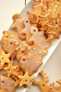 Bolachas de Natal de Gengibre e Canela                                                                                                                                                                                 Mais Chef Recipes, Sweet Recipes, Cookie Recipes, Christmas Dishes, Christmas Sweets, Delicious Desserts, Yummy Food, Biscuits, Cupcake Cookies