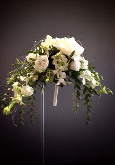 Crescent bouquet.  Very retro style.