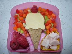 Harlyes sandwiches are Always fun shapes, hearts, teddy bears, butterflies, but this is a new one I'm gonna try :) Cute Food, Good Food, Yummy Food, Toddler Meals, Kids Meals, Bento Kids, Preschool Food, Boite A Lunch, Kid Friendly Meals