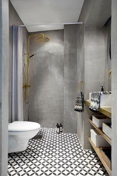 Mooie combinatie van licht hout, wit sanitair en donkere tegels ...