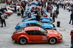 Alignement d'#Alpine au départ du #TourAuto au Grand Palais. Reportage complet : http://newsdanciennes.com/2016/04/19/cest-parti-tour-auto-2016-verifs-grand-palais/ #ClassicCars #Voitures #Anciennes #Racing