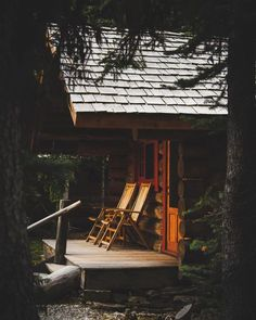 Cozy Cabin, Cozy House, Cabin Tent, Fresco, Cabin Porches, Front Porches, Cabin In The Woods, Cabin Interiors, Outdoor Chairs