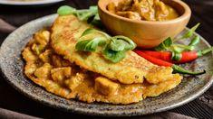 Bravčové soté v zemiakovej placke   Recepty.sk Hummus, Thai Red Curry, Waffles, Toast, Food And Drink, Cooking Recipes, Menu, Yummy Food, Chicken