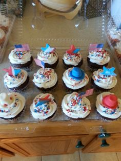 Cutely decorated cupcakes I made for Shirley to take to her family reunion on 4th of July 2013.