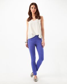 A skinny leg denim style jegging with front dart detail. Sitting on the waist, the stretch fabric and side zip fastening allow for comfort and a fantastic fit.