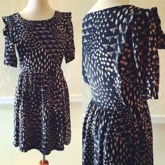 Max C London print dress, zips down the side, 100% Polyester ~ size Small ~ $35.00 + shipping🌲
