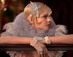 The amazing 2013 take on The Great Gatsby's Jazz Age glamour ▫️▫️ The movie was supplied with jewels like the headpiece worn by Daisy during one of the parties Costume Gatsby, Gatsby Outfit, Gatsby Dress, Great Gatsby Party Dress, The Great Gatsby Movie, Great Gatsby Fashion, Great Gatsby Style, Daisy Great Gatsby, 1920s Fashion Gatsby