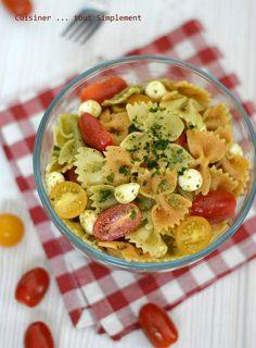 Une petite recette de salade de pâtes très simple à partager avec vos amis ... lors d'un pique-nique au bord de la mer par exemple. Ingrédients ( pour 4-6 personnes ) 400g de Farfalles Une vingtaine de tomates cerises 300g de billes de Mozzarella 1 botte...