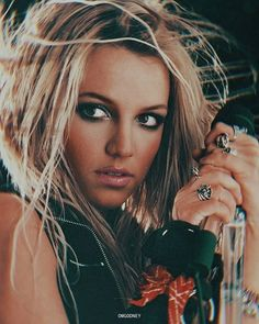 Your Source For Britney Spears Pictures: Click image to close this window Pop Singers, Female Singers, Black Dress Red Carpet, Britney Spears Pictures, Britney Jean, Queen B, Event Photos, Vintage Beauty, Celebrity Pictures