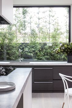 The Ideal Approach to Awesome Kitchen Window Design In feng shui, the kitchen is regarded as the area of the house that sustains life and nourishes th. Beautiful Kitchens, Cool Kitchens, Kitchen Interior, Kitchen Design, Interior Architecture, Interior Design, European Home Decor, Window Design, Cheap Home Decor