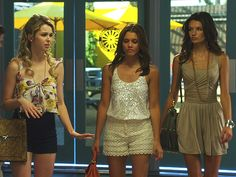 Girl in the Middles outfit: I neeeeeed it!!!!! Absolutely obsessed with The Lying Game on ABC Family, and crazy about the clothes