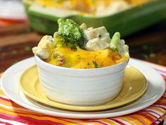 30 Minute Cheesy Chicken and Broccoli Casserole Crockpot Recipes, Chicken Recipes, Cooking Recipes, Recipe Chicken, Meal Recipes, Pork Recipes, Yummy Recipes, Broccoli Casserole, Casserole Dishes