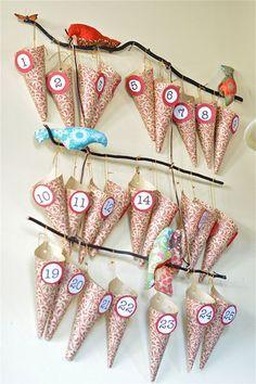 Conos de papel numerados, una sorpresa por cada antes de la Navidad / Elegant numbered paper cones, with a surprise for each day before Christmas!