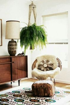 Furniture:Mid Century Room Design With Brown Wood Drawer Feat Drum Shaped Brown Table Lamp Near Round Rattan Papasan Chair With Ottoman Under Green Hanging Plants Retro-Modern Furniture: Take a Look This Unique Papasan Chairs Home Interior, Interior Design, Modern Interior, Boston Ferns, Decoration Plante, My New Room, Indoor Plants, Indoor Ferns, Air Plants